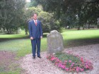 Roberto Reale en la tumab de Borges (Ginebra, Suiza)