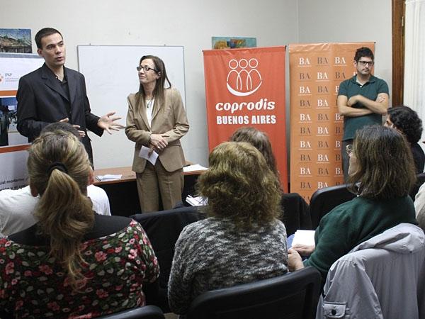 Estatales bonaerenses aprenderán lenguaje de señas