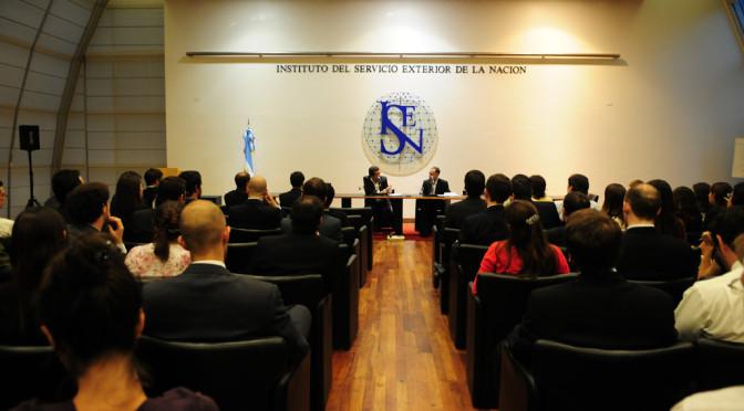 ¿Cómo ingresar al Servicio Exterior de la Nación?, entrevista al Director del ISEN
